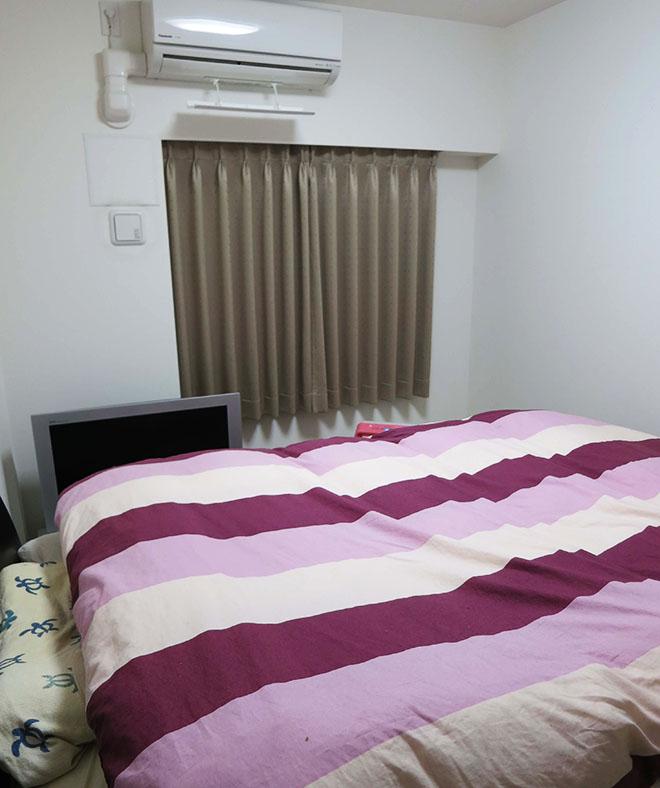 引っ越しを機に購入したというベッド。「少しこだわって、厚みがありクッション性が高いタイプを選びました」とMさん。