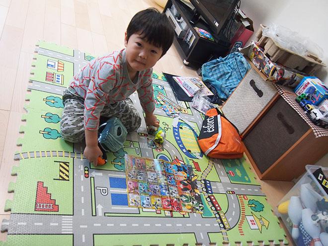 リビングはお子様が走り回ってもゆとりある広さ。できるだけ家具を置かず、ゆったりと過ごせるようにしているそう。
