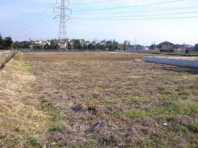購入した土地は300平米以上の広さ。建坪は15坪程度に抑え、予算内で家が建てられるように配慮してもらったそう。