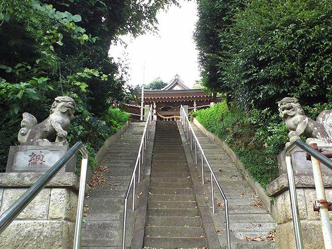 氏神様の神社も、徒歩5分程度。「小さいながらも、鎌倉時代以前から現存する歴史ある神社のようです」。