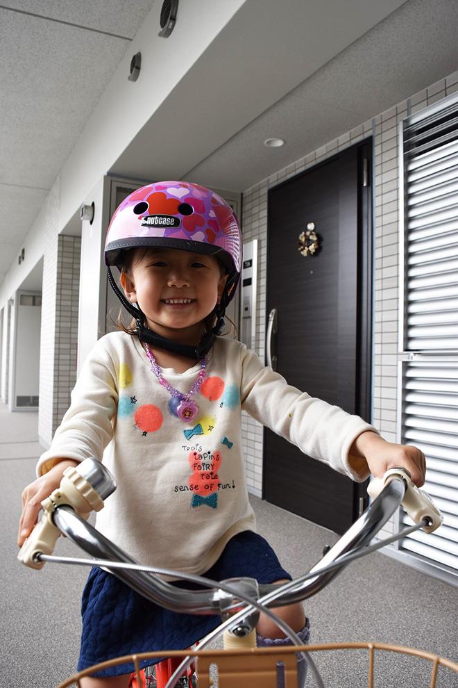 最近娘さんのために自転車を購入したというYさん。近所に5つほど公園があり、遊び場には困らないそう。「まだ補助輪付きですが、近所の公園で楽しそうに乗っています」。
