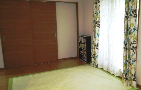 リビングと和室は引き戸で繋がっている。「ほぼ、開けたまま暮らしています。床がフラットなので、老後も安心して暮らせますね」。