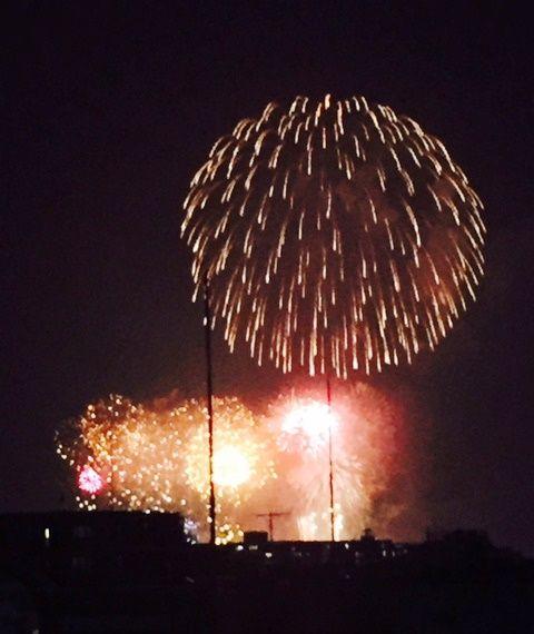 ルーフバルコニーからは、板橋花火大会の様子がよく見える。「今年は親戚を呼んでみんなで鑑賞予定です」。