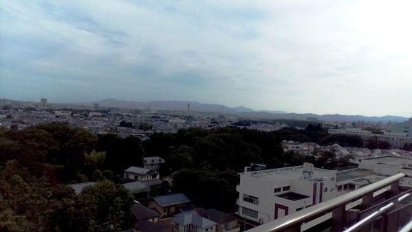購入する決め手のひとつとなった眺望。天気が良い日には富士山を始め、山梨方面にある山々の稜線が美しい。東京タワーや横浜ランドマークタワーも見えるそう。