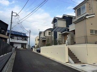 Aさんが購入した建売住宅は私道沿いの物件。「大通りに面していないので車の往来がほとんどなく、子どもが歩いても安心です」。