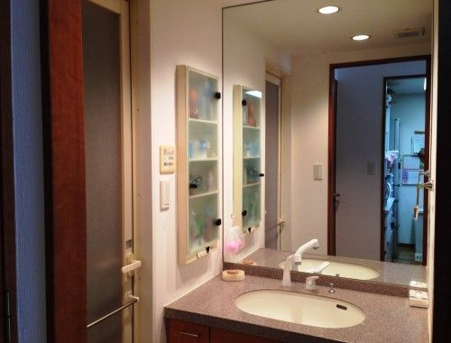 洗面所は、壁一面が鏡張りになっている。「とても開放感があり、お気に入りです」とMさん。