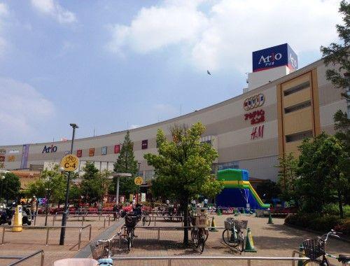 近くにショッピングモールがあるので、日常の買い物は一通り近所で済んでしまうそう。「映画館もありますし、よく家族で出かけています」。