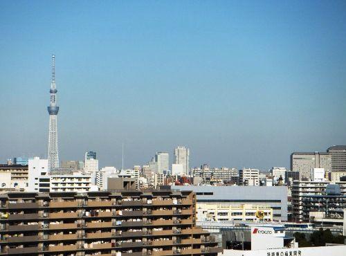 北側バルコニーからは運河だけでなく、東京スカイツリー®も望める。