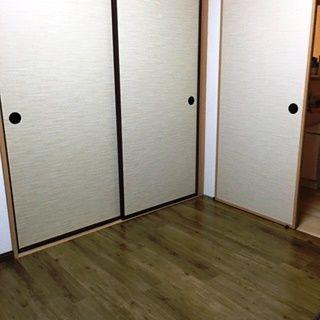 2階の和室は畳敷きだったが、傷がつきにくい床材を張り直した。「猫たちが歩き回ってもメンテナンスがしやすく助かっています」。