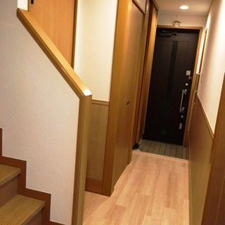 新居を購入する前はキャットタワーを利用していたというSさん。戸建てを購入してからは、階段がキャットタワー代わりになっているそう。