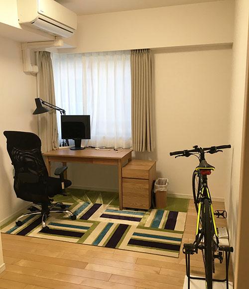 Oさんの自室。収納が多いのですっきり片付くのが気に入っているそう。