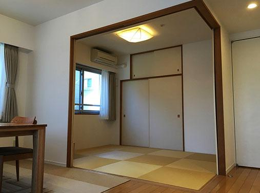 リビング横の和室。開放感を出すため開けていることが多いそう。