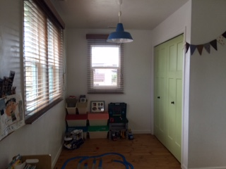 建具は明るいグリーンで塗装し、空間のアクセントに。「キッチンの面材と同じ色で塗装して貰いました」とSさん。