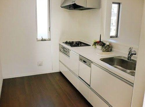 ゆとりある広さのキッチン。「材料や食器の置き場所に困ることがなくなり、料理がしやすくなりました」。