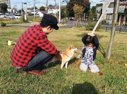 新居の近くには多摩川の土手があり、愛犬を連れて散歩に出かけることも多いそう。「夏は調布市の花火大会を鑑賞するのも楽しみです」。