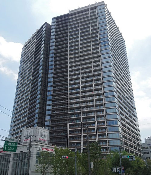 購入したのは住戸数800戸以上の大規模タワーマンション。東日本大震災を踏まえ耐震性能を重視した安定性の高い建物形状で設計されたそう。「免震構造や様々な防災機能を備えていることが、購入の決め手の一つになりました。」