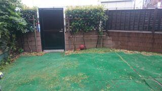 広い庭は、友だちがと大縄跳びをしたり、雪の日にかまくらを作ったり、ビニールプールを出したりと大活躍。「バーベキューもしたいのですが、近隣からの苦情を恐れてチャレンジできずにいます」。