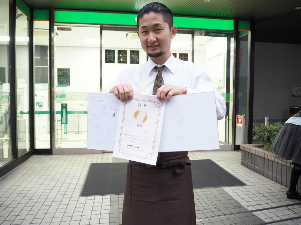 優勝したのはワインビストロで働く入澤さん。「事前に練習はしていない」と話すが、決勝戦の走りは圧巻の速さだった。