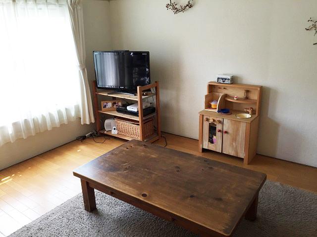 家具はアパート時代に購入したものがほとんど。「できるだけ腰高で揃え、圧迫感がないように配慮しました。主に妻が選びましたが、2人で見に行きこだわって購入したお気に入りです」