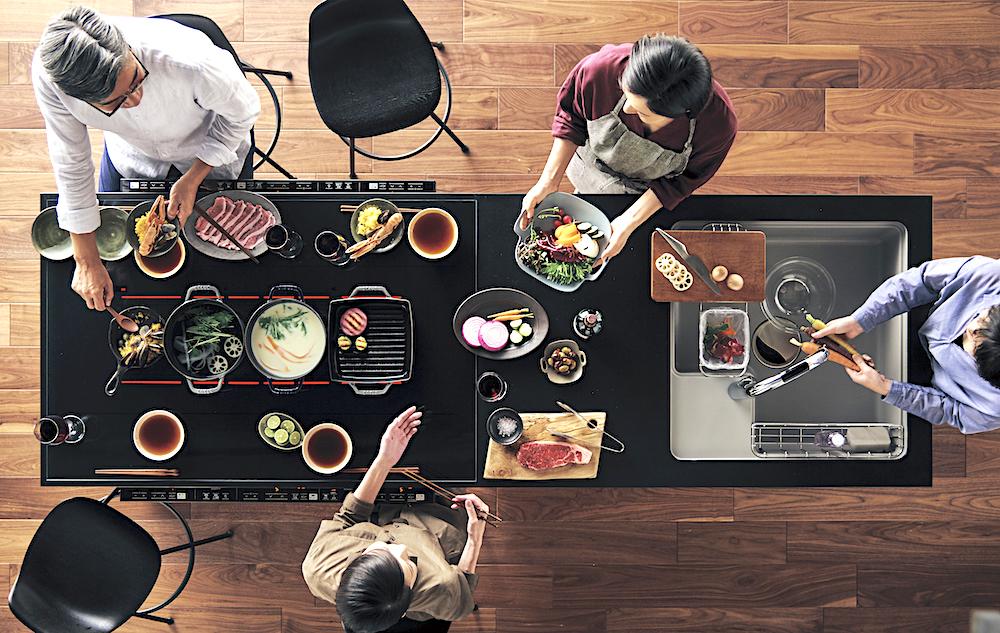料理を作りながら食べる アイランドキッチン(Panasonic)/ARUHIマガジン