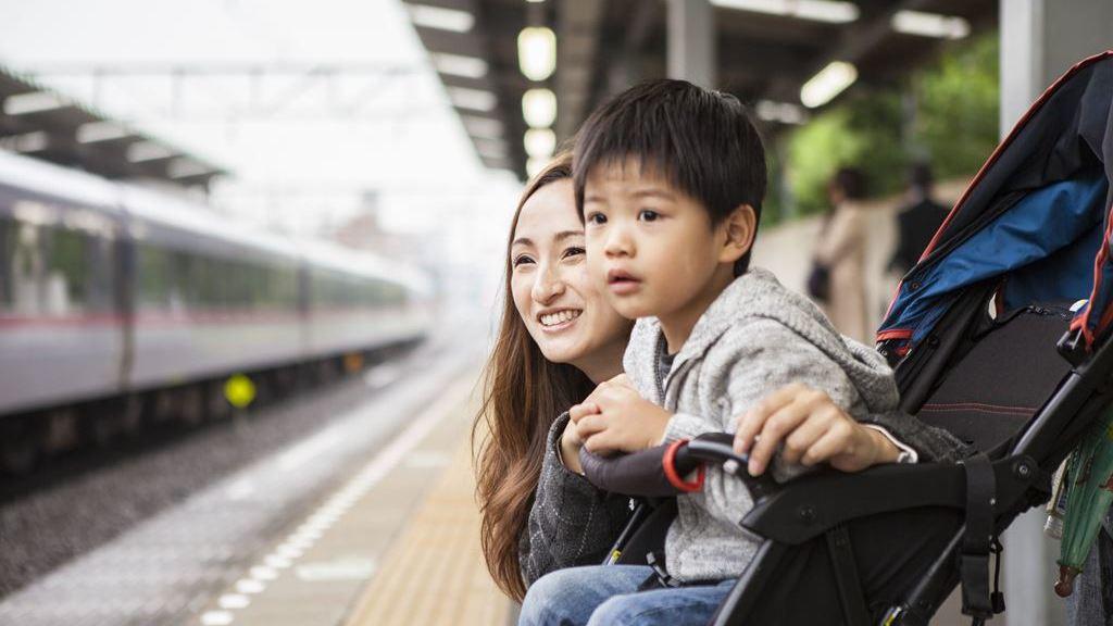 スペース 子育て 地下鉄 応援 地下鉄車両に「子育て応援スペース」 都営大江戸線